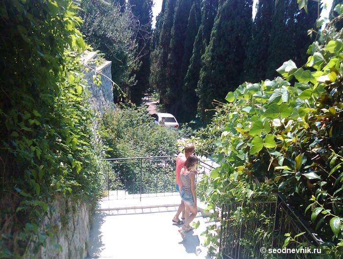 Спуск по лестнице